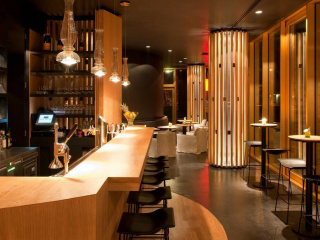 Bar_in_the_Hotel_Axel