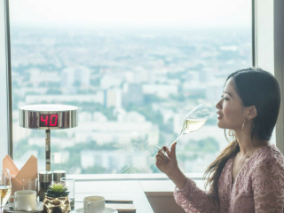 Champagne_and_breakfast_on_the_Berlin_TV_tower