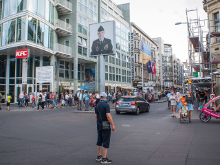 Checkpoint_Charlie_in_Berlin