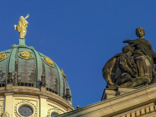 Dome_and_figure_French_dome_Berlin