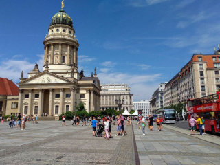 French_cathedral_on_the_Gendarmenmarkt