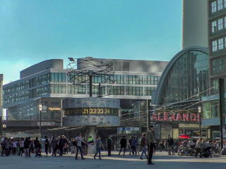 World_clock_Alexanderplatz_Berlin