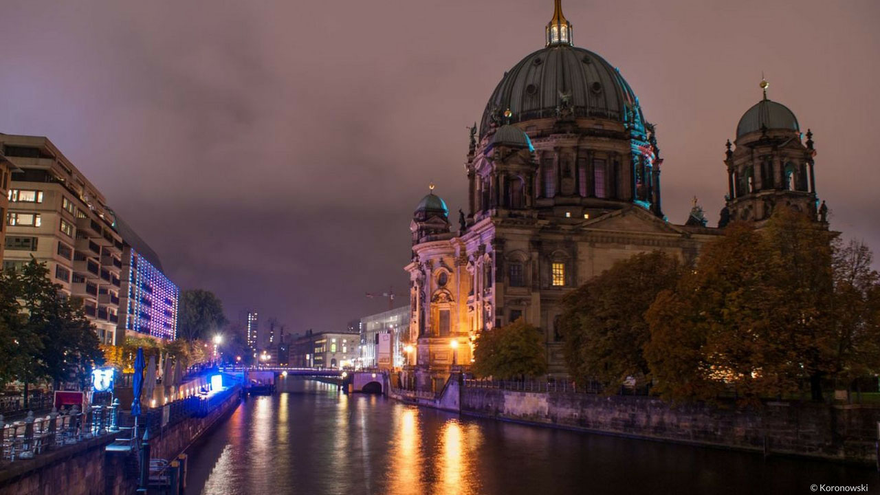 Bargain luxury hotel Berlin on Berlin Cathedral at night