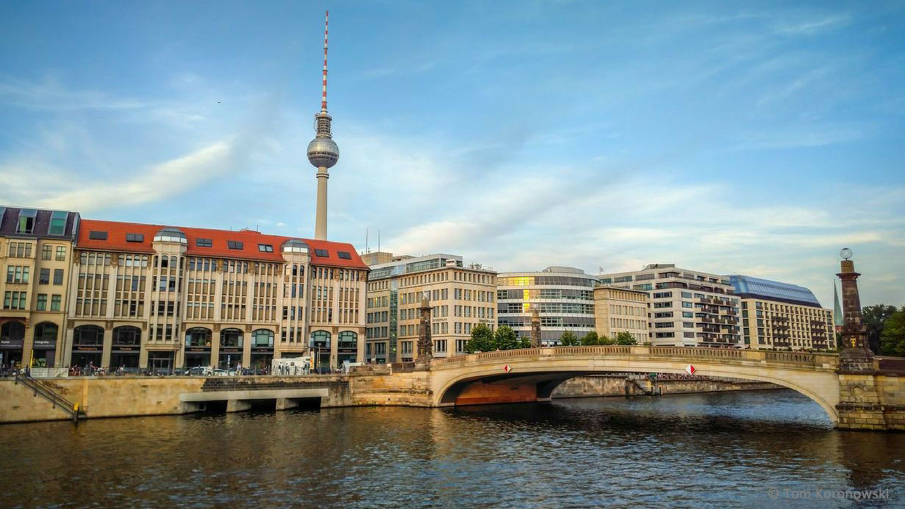 See the TV tower in Berlin with your flight from London to Berlin