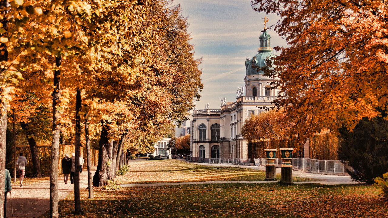 Cheap hotel rooms near the Charlottenburg Palace