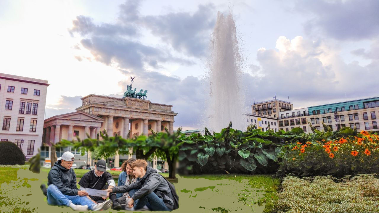 High-quality voyage of discovery through Berlin-Mitte past the most important sights in the form of a city rally!