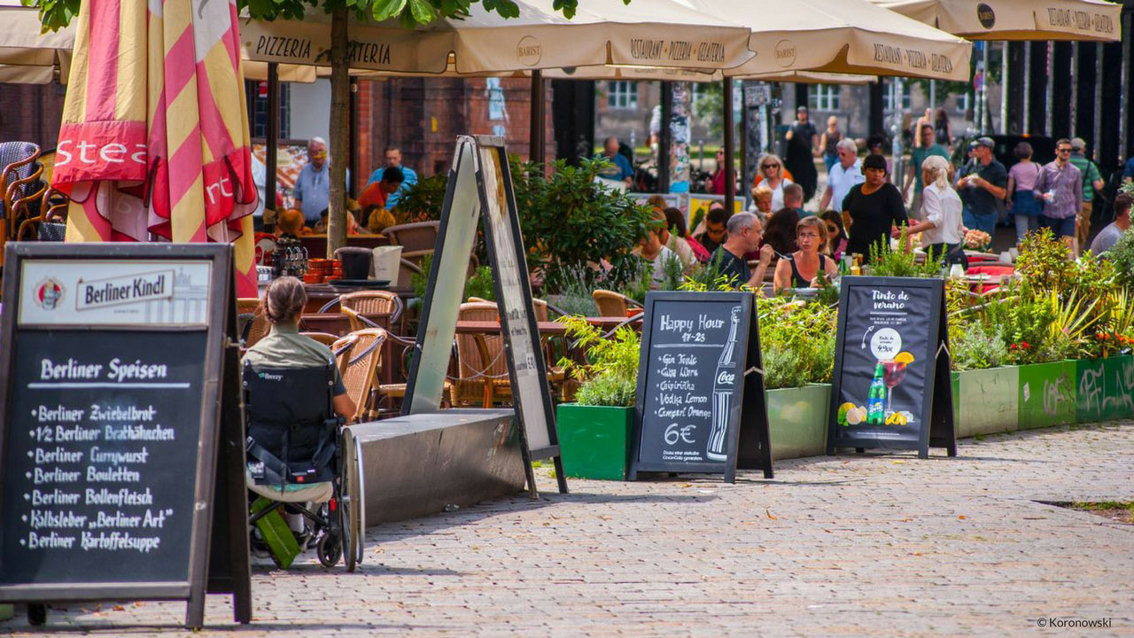 A Summer stroll around the restaurants at Hackescher Markt. You will also find restaurants serving Berlin cuisine.