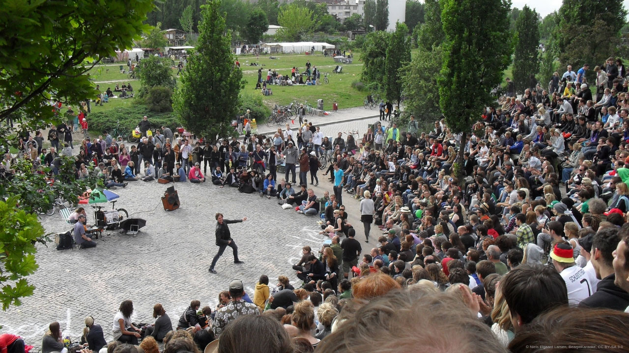 Visit the Flea market and karaoke in Mauerpark in Berlin.