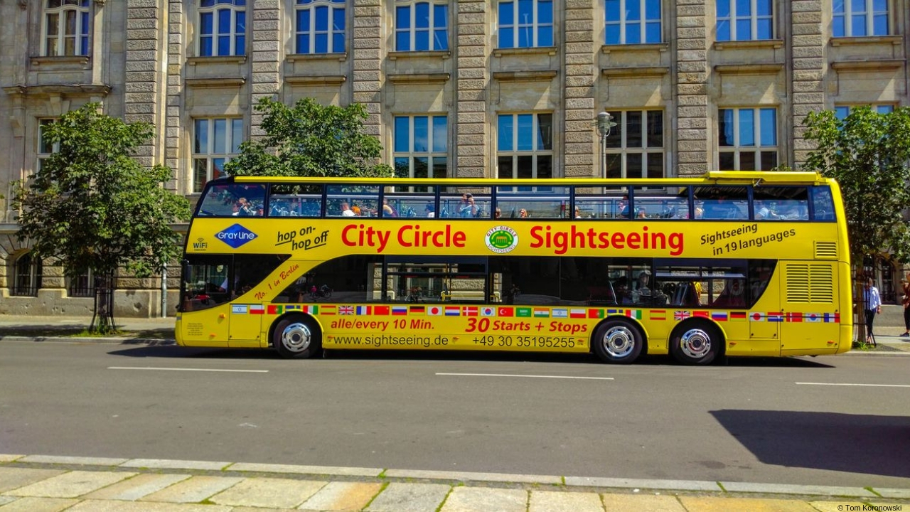 City tour with 2-day ticket and visit to the Reichstag with coffee and cake.