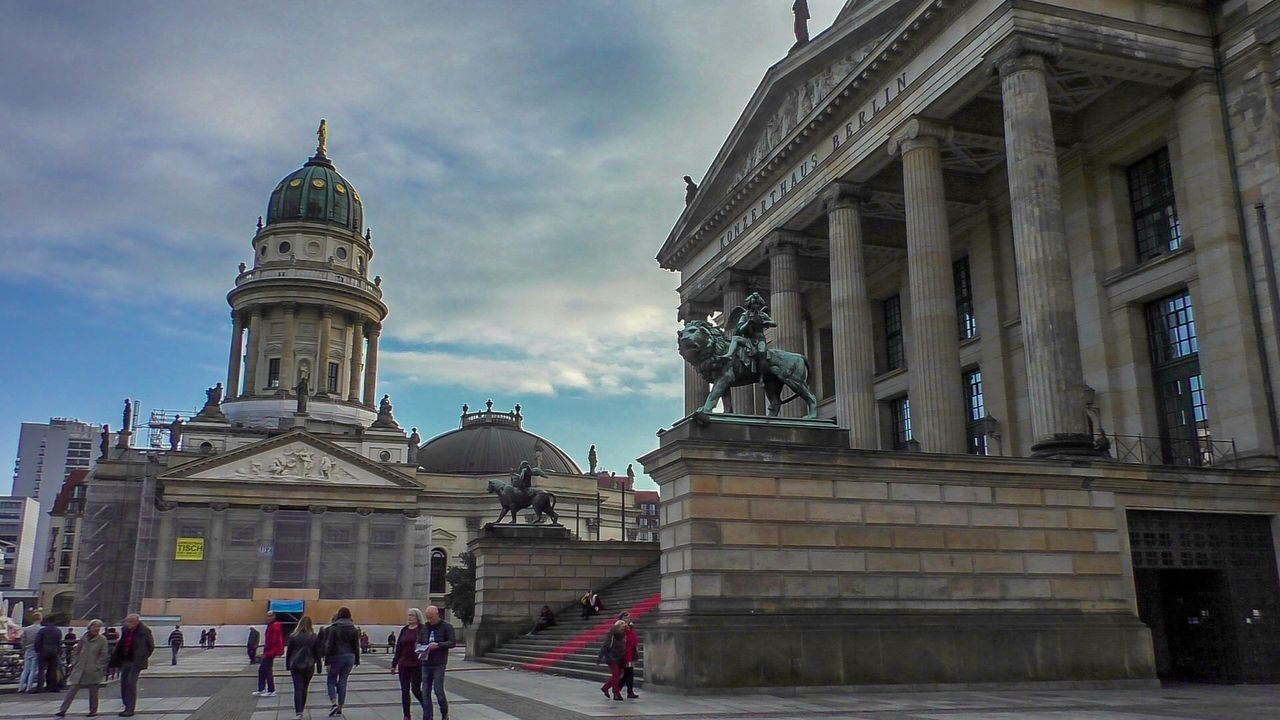 Old Berlin Tour: Brandenburg Gate, Unter den Linden & More