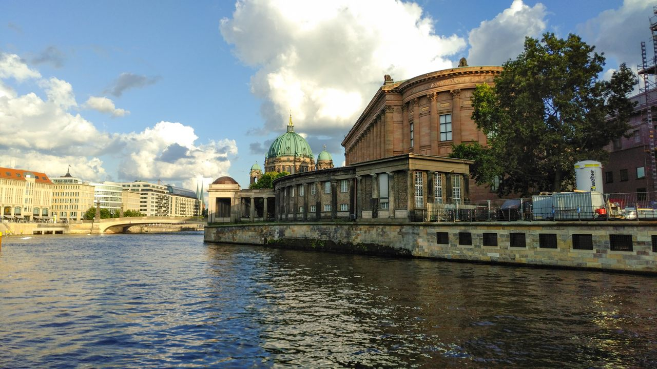 Berlin: Bridge ride along the Spree
