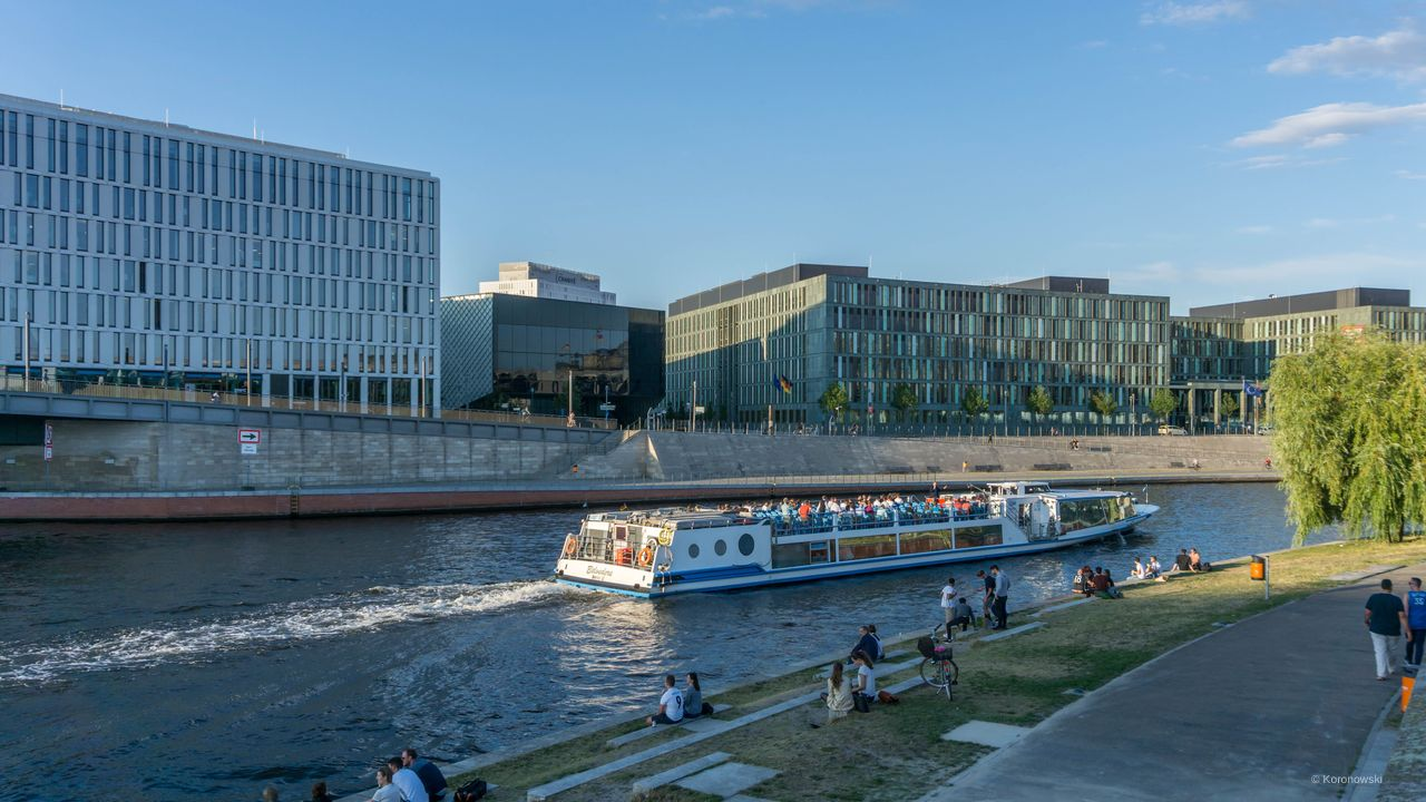 Bridge ride on Landwehrkanal and Spree in Berlin.